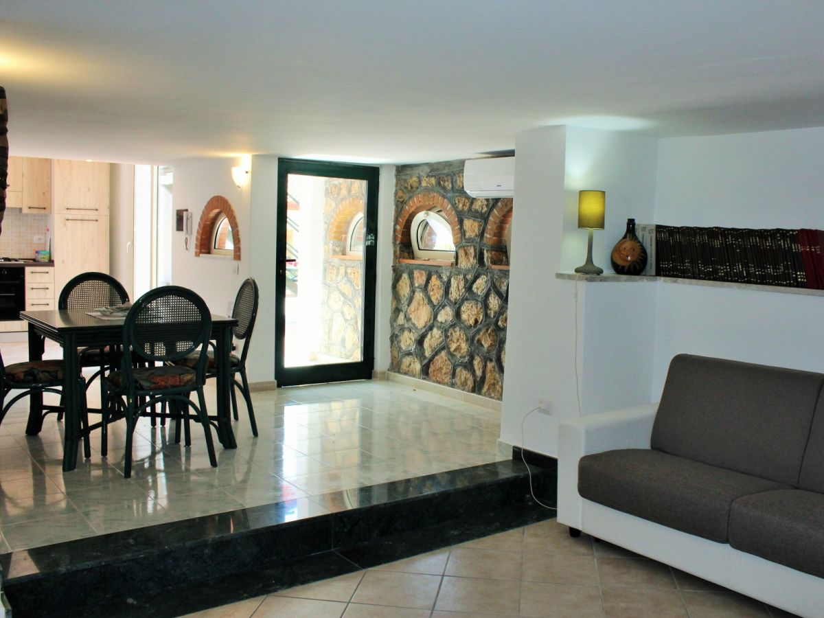 ferienwohnung ponza minturno firma ferienitalia srl semplificata frau tessa wroblewsky. Black Bedroom Furniture Sets. Home Design Ideas