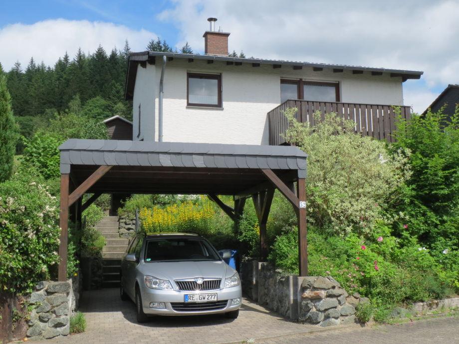 Der Rothaarsteig verläuft direkt hinter dem Haus.