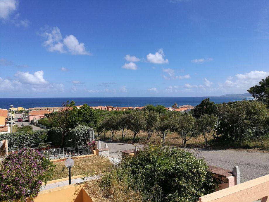 Blick vom Eingang an das Meer