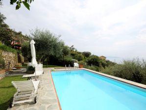 Villa Santa Lucia del Mare