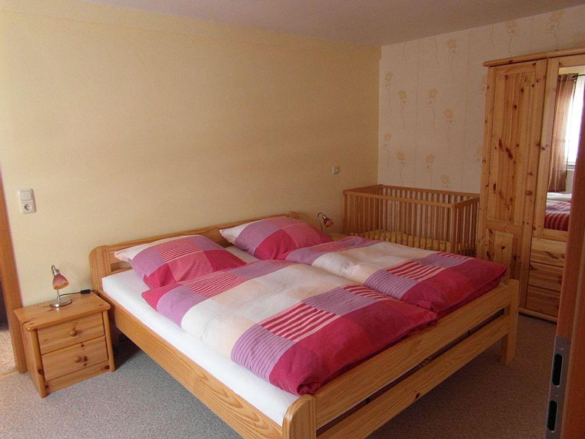 ferienwohnung 2 im ferienhaus am waldweg erzgebirge frau silvia wagner. Black Bedroom Furniture Sets. Home Design Ideas
