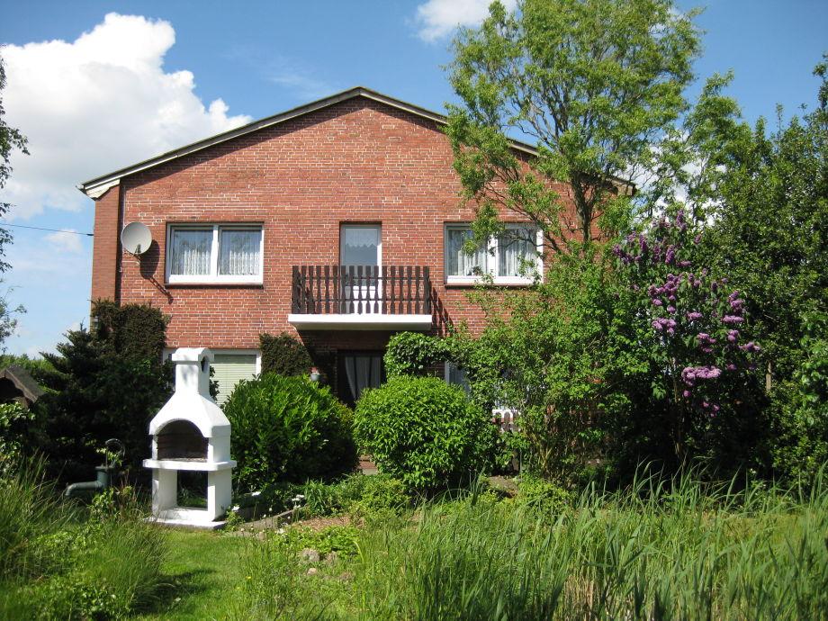 Haus und Garten mit Grill