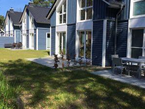 Ferienhaus Blaue Welle mit Terrasse