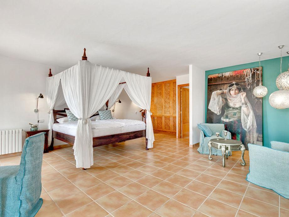 Finca Pablo, Arta, Mallorca Nordosten - Firma Porta Holiday - Frau ...