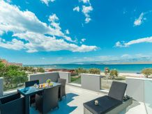 Holiday apartment Lučica L with sea view, directly at the beach