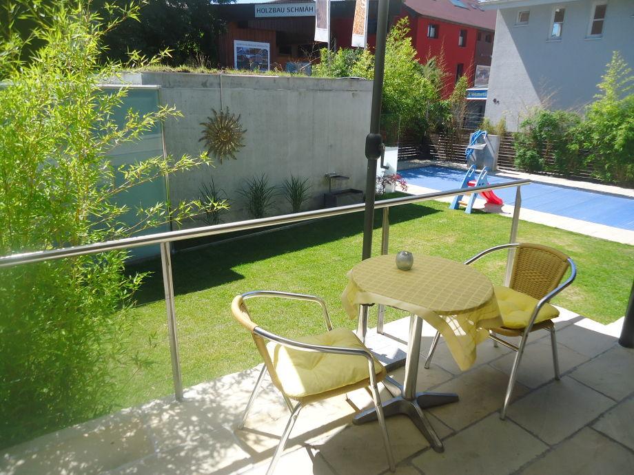 Terrasse halb überdacht