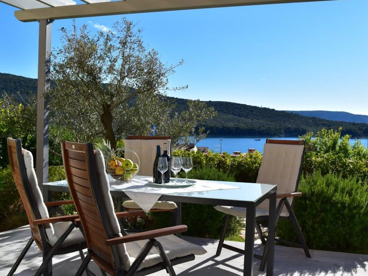 Holiday apartment pearl of cres island cres mr marin gobic for Quality garden furniture