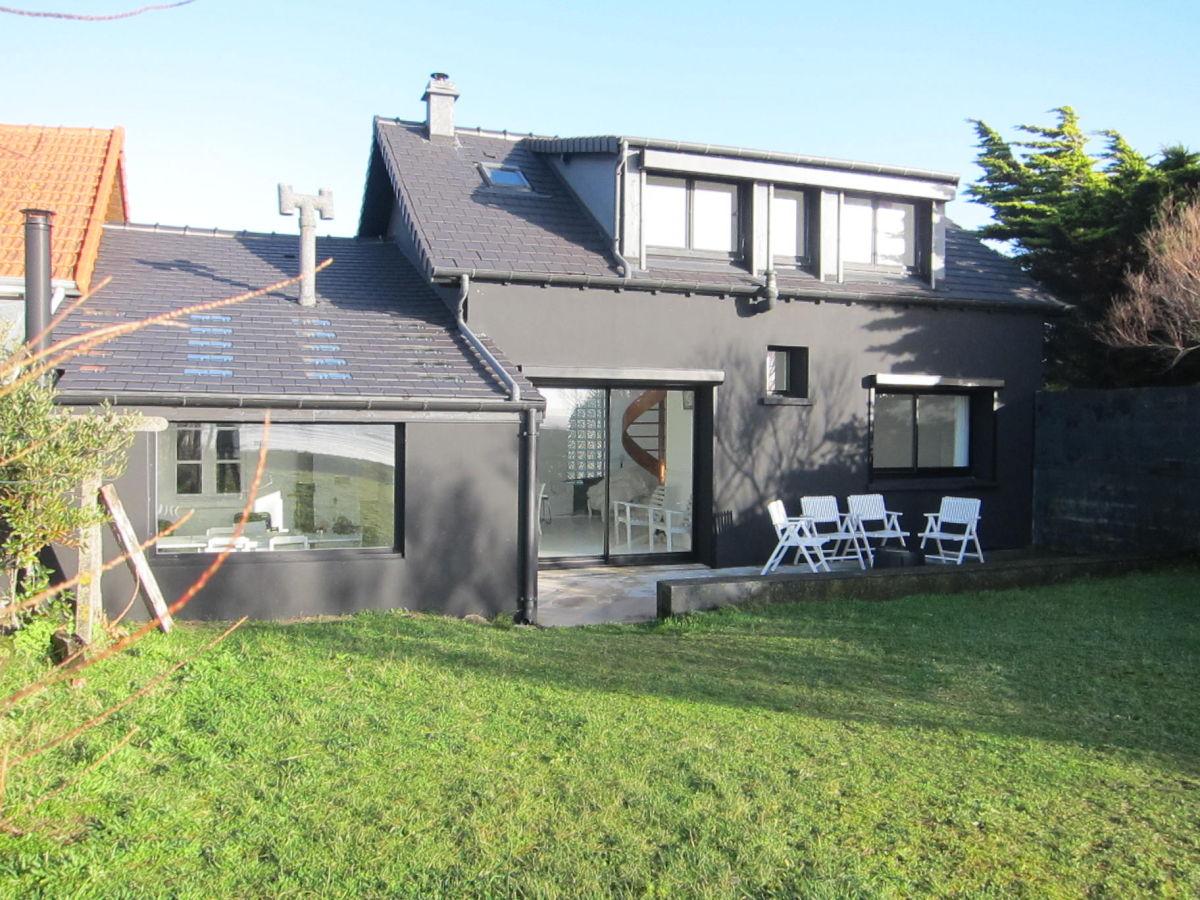 Ferienhaus black house normandie family flavie smilenko for Images of black houses