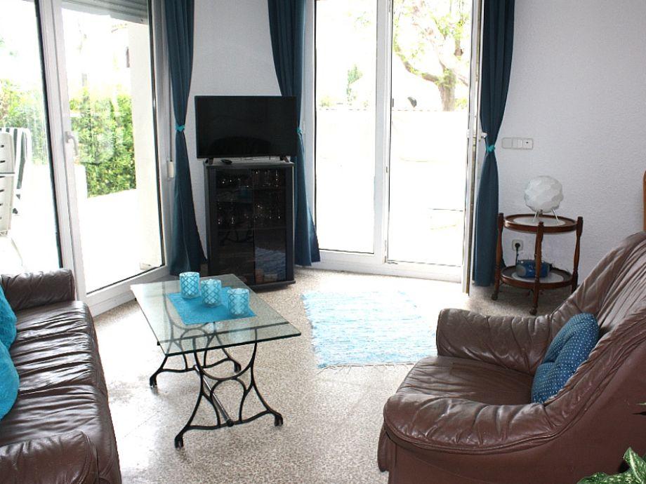 ferienhaus villa colonia katalonien costa brava empuriabrava firma sunshine holiday frau. Black Bedroom Furniture Sets. Home Design Ideas