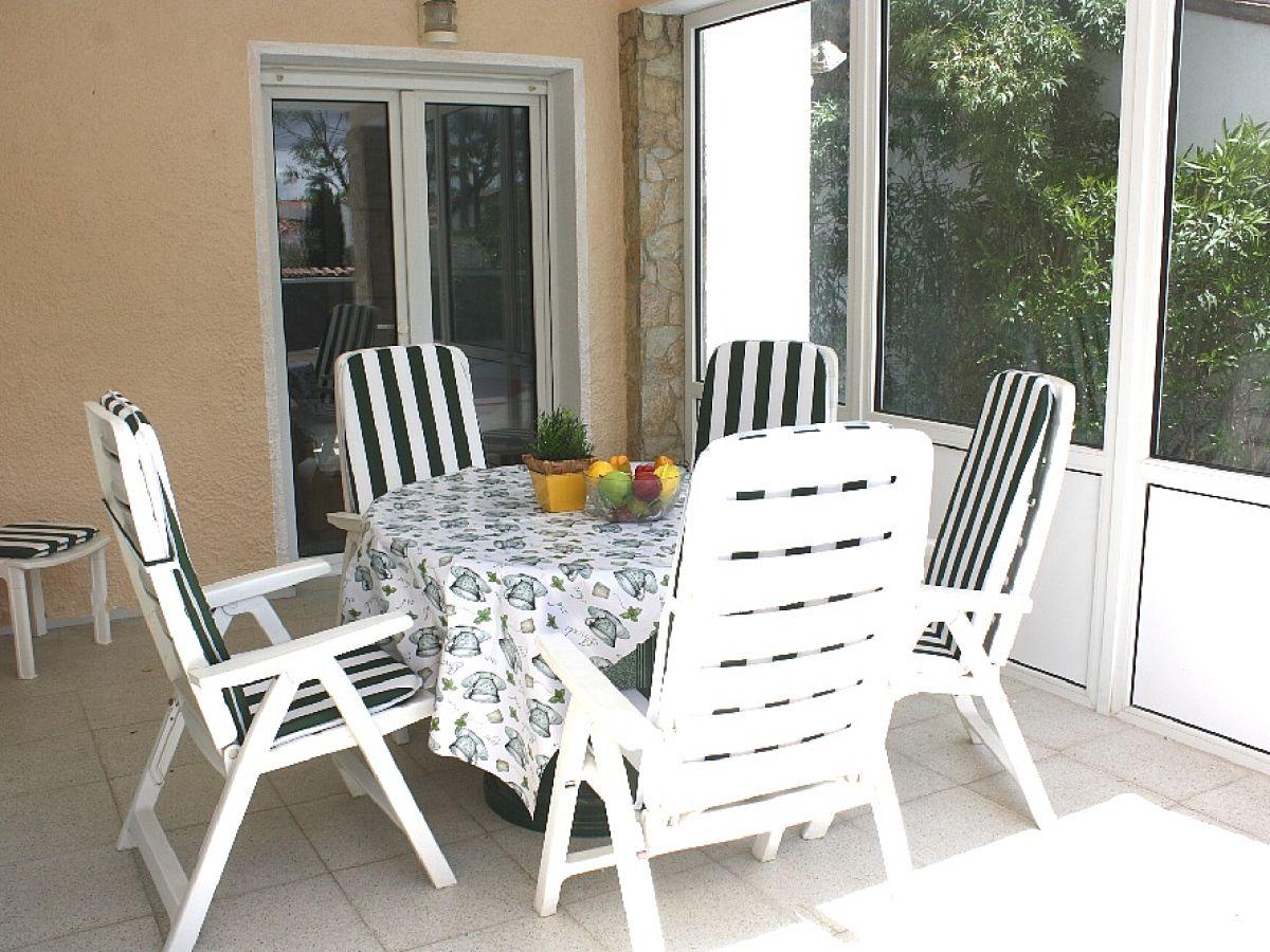 ferienhaus villa colonia katalonien costa brava. Black Bedroom Furniture Sets. Home Design Ideas