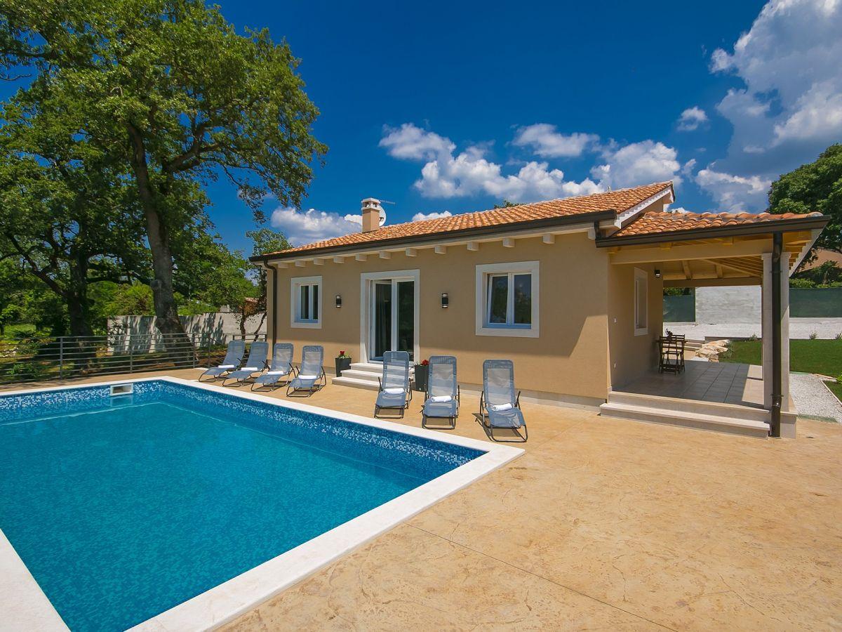 Villa terezija tinjan istrien binnenland kroatien for Kroatien villa mit pool
