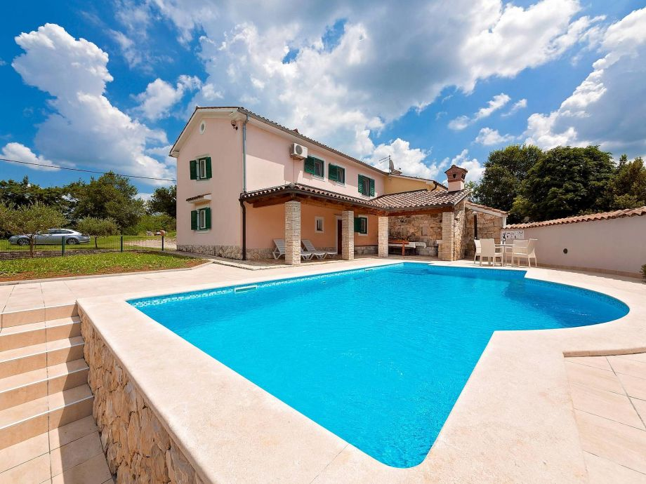 House Tone with Pool and covered terrace