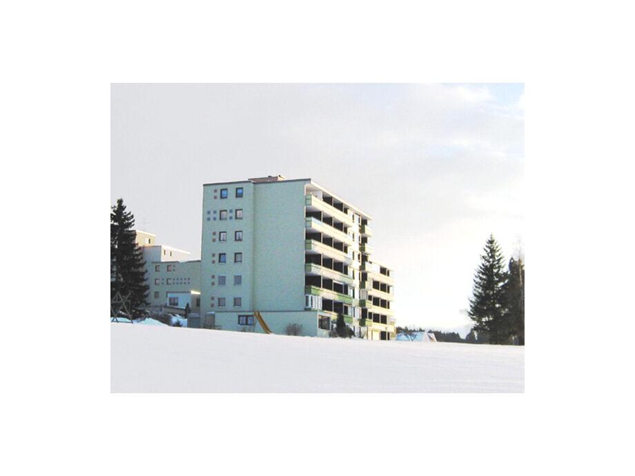 Appartementhaus im Winter