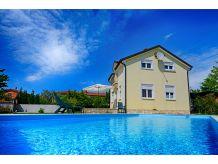 Villa Villa Emily mit Pool