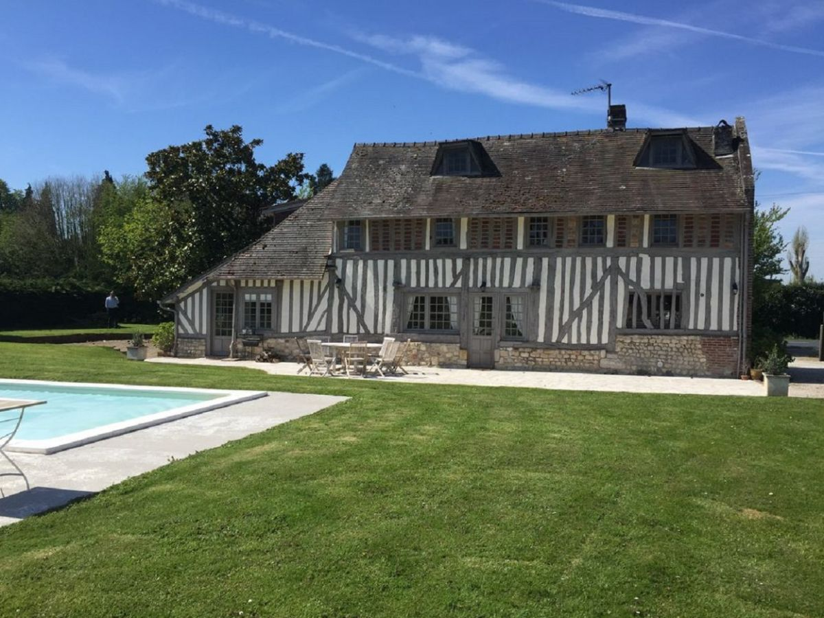 Landhaus deauvilla normandie deauville firma govilla for Villa mieten