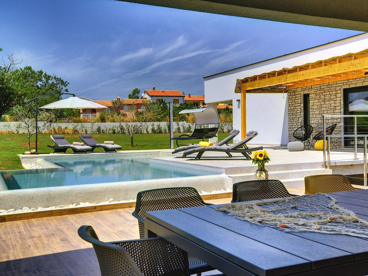 villa alexana medulin istria firma tourist agency luna. Black Bedroom Furniture Sets. Home Design Ideas