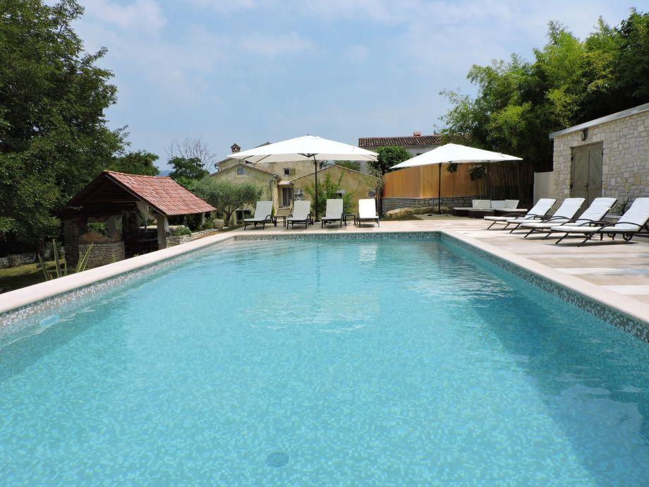 Außen mit Schwimmbad 10mx5m