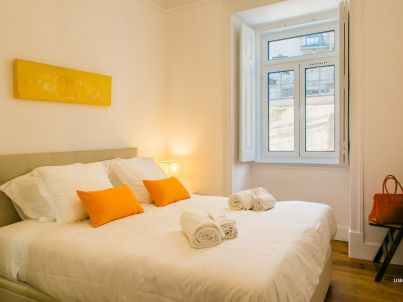 Ap 33 - Authentic apartment 3 bedrooms near Chiado