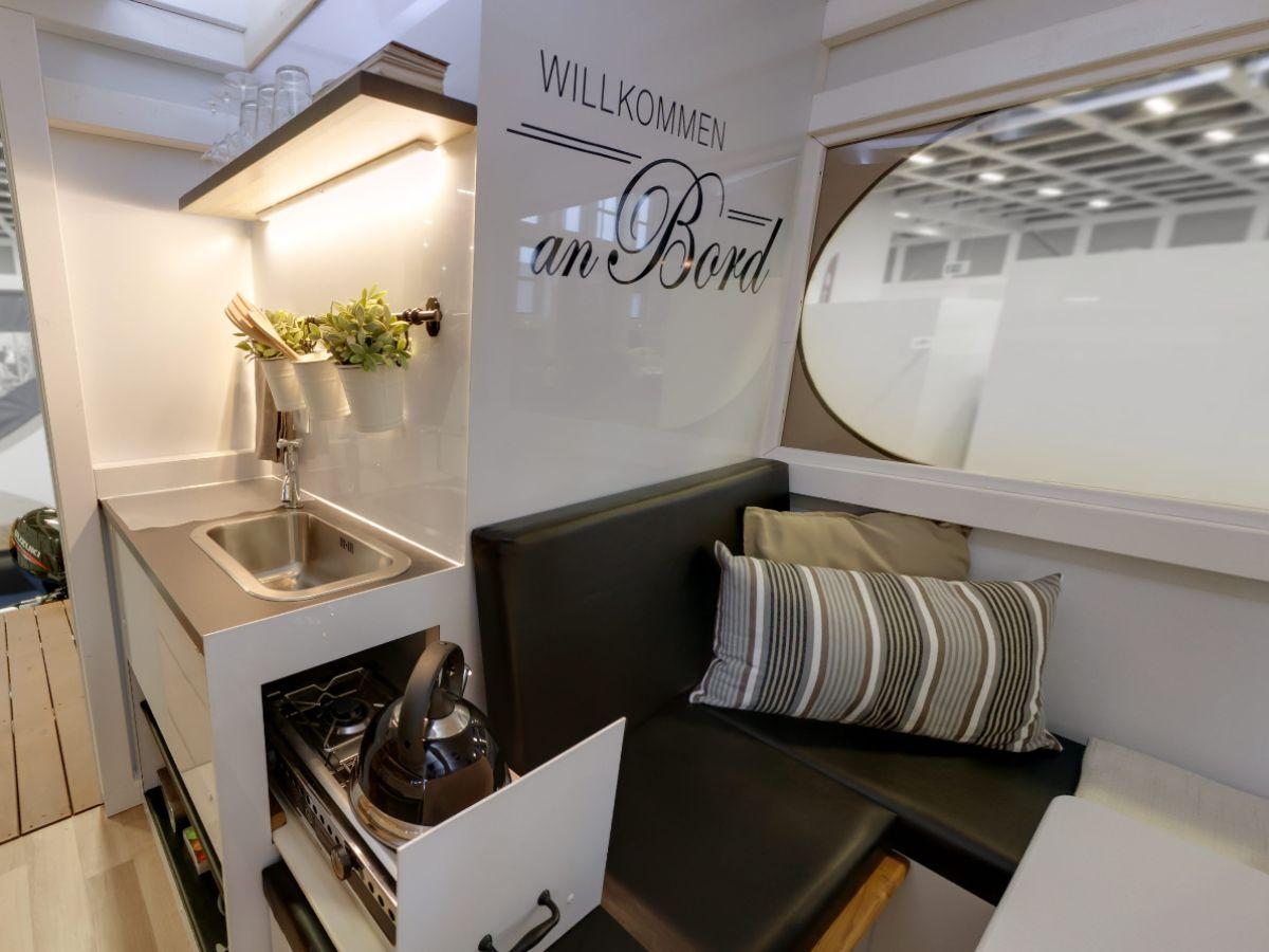 hausboot wohnflo brandenburg firma waterhus charter rathenow herr ren kr ger. Black Bedroom Furniture Sets. Home Design Ideas