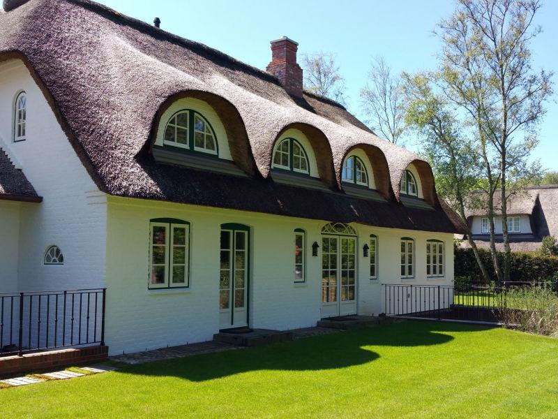Ferienhaus Exklusives Reetdachanwesen Bernstein
