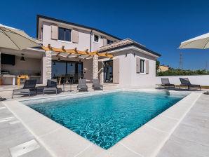 Schöne Villa mit Meerblick