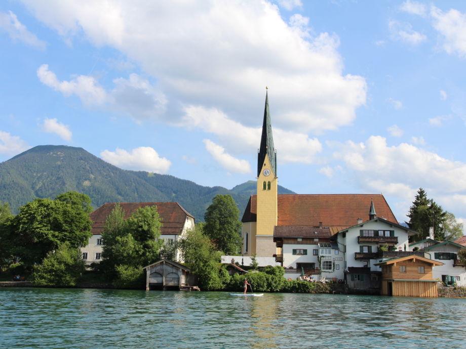 Haus Eder vor der Egerner Kirche
