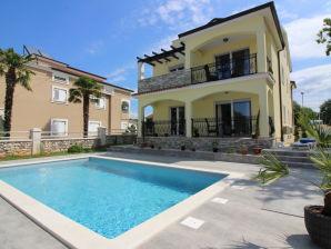 Ferienwohnung in Villa Luka mit Pool