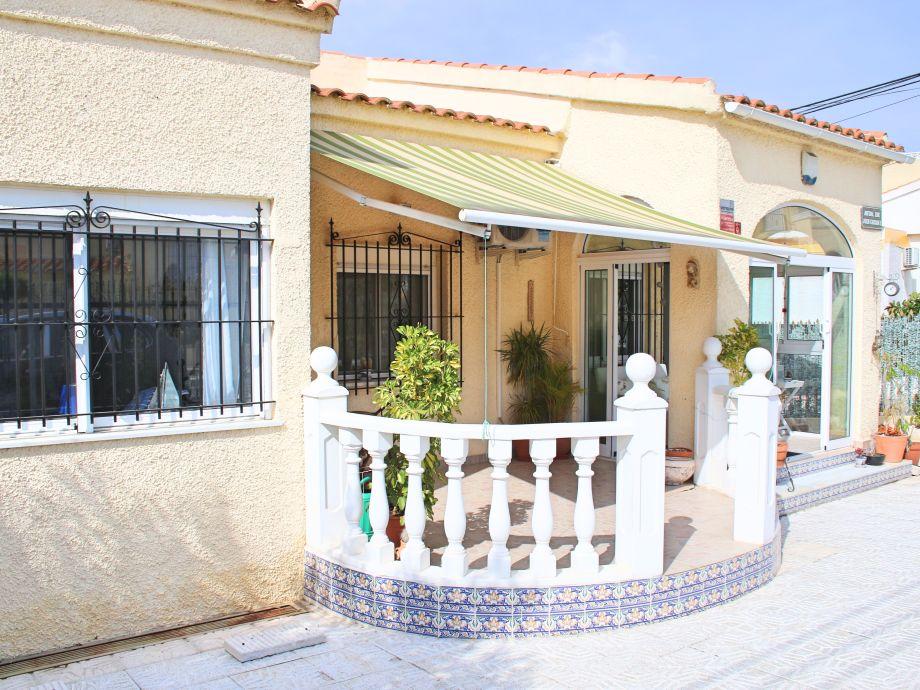 Front of Casa Caprichosa