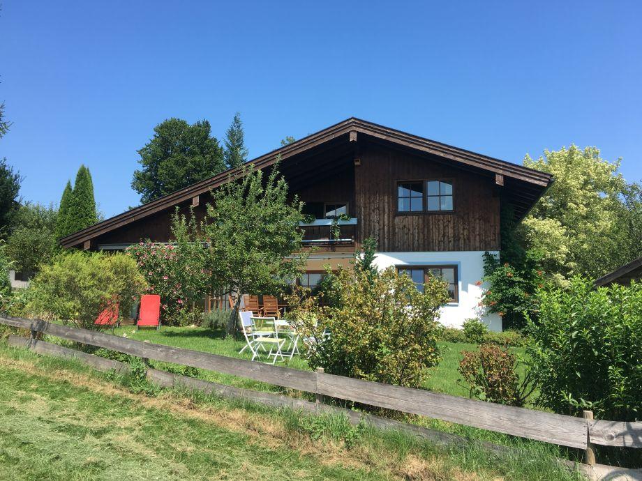 Ansicht Haus mit Garten