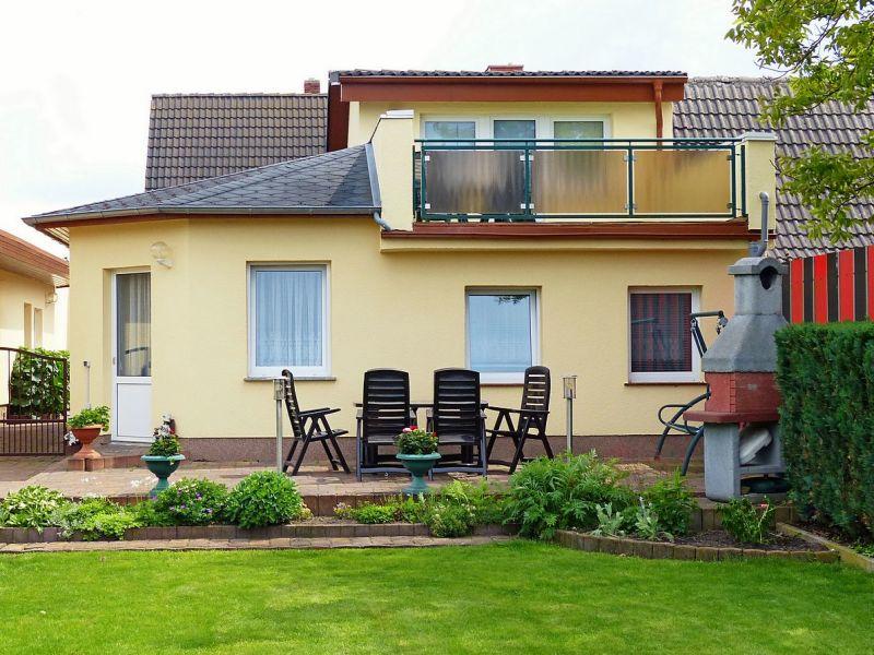 Ferienhaus mit Terrassen und Garten in Waren (Müritz)