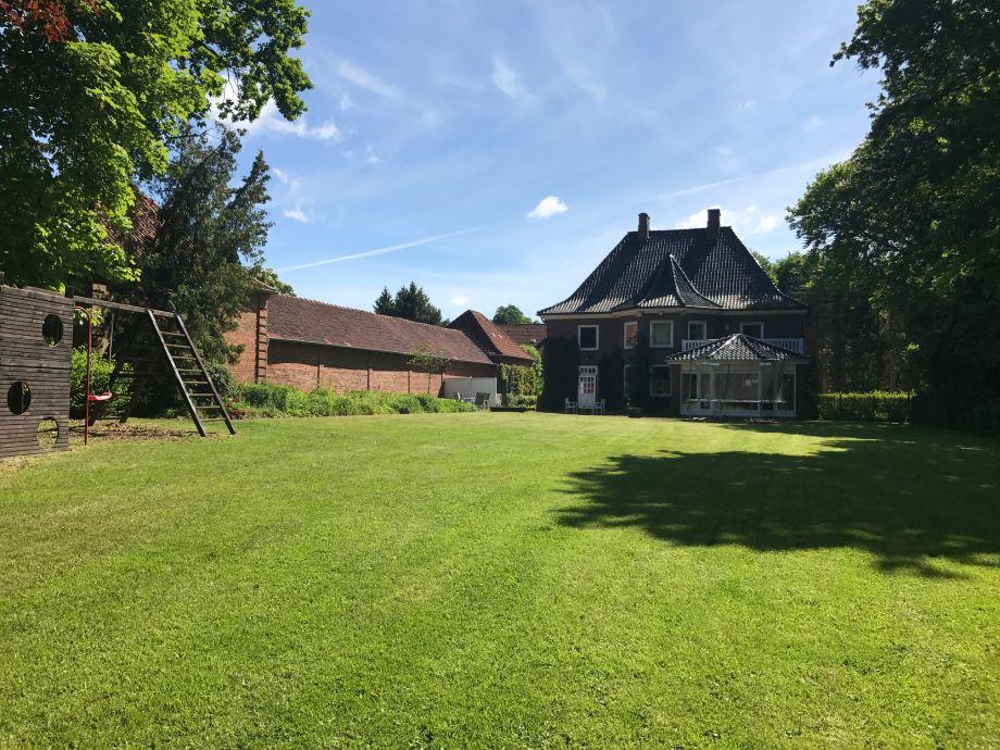 Blick aufs Haus vom Garten aus