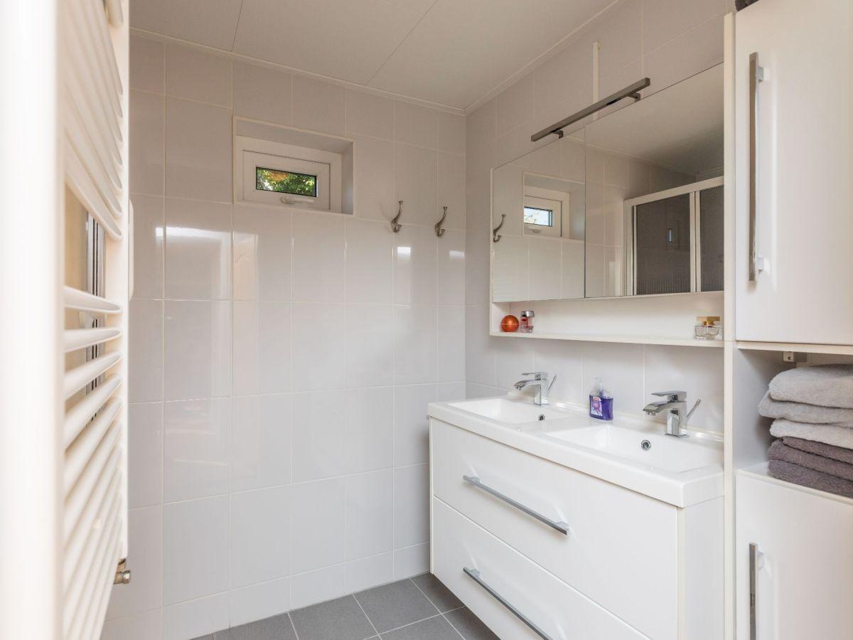 ferienhaus bongerd 27 zeeland renesse firma sorglos urlaub in zeeland frau lara koppenaal. Black Bedroom Furniture Sets. Home Design Ideas