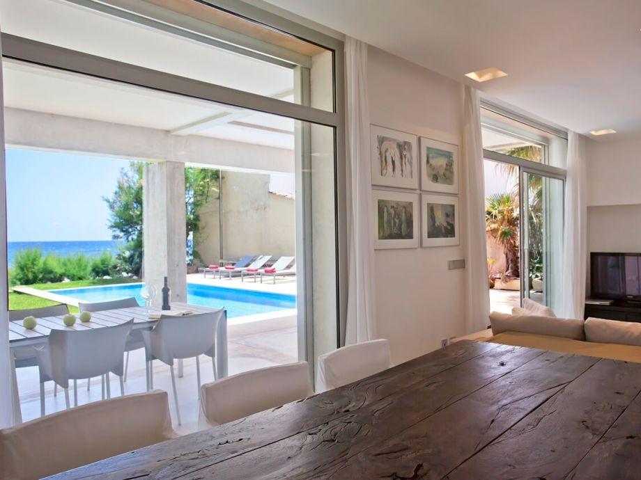 Villa sal de mar port nou cala bona mallorca spanien for Minimalistische einrichtung