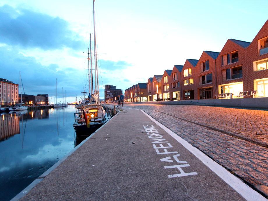 Liev un Seel befindet sich direkt im historischen Hafen