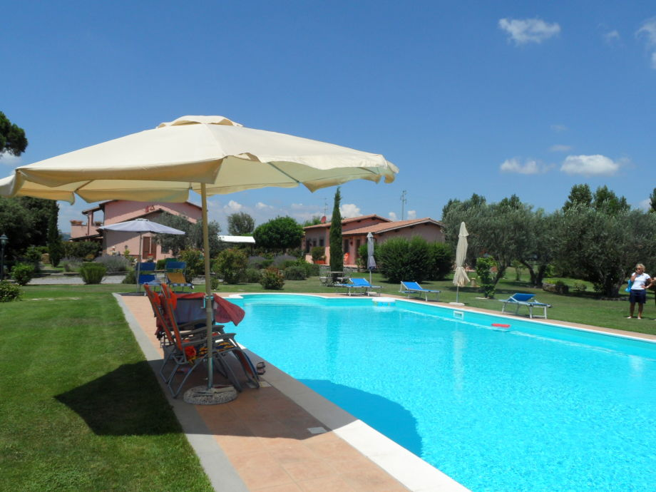 Schöner Swimmingpool mit Panoramablicl