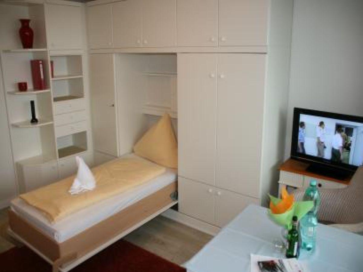ferienwohnung haus metropol 10227 sylt firma appartementvermietung reiher herr jan peter. Black Bedroom Furniture Sets. Home Design Ideas