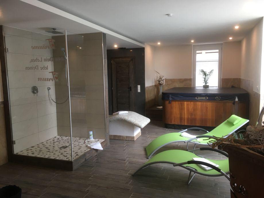 Wellness area with jacuzzi and sauna