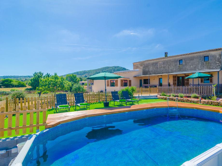 Villa Son Pruna with its pool area
