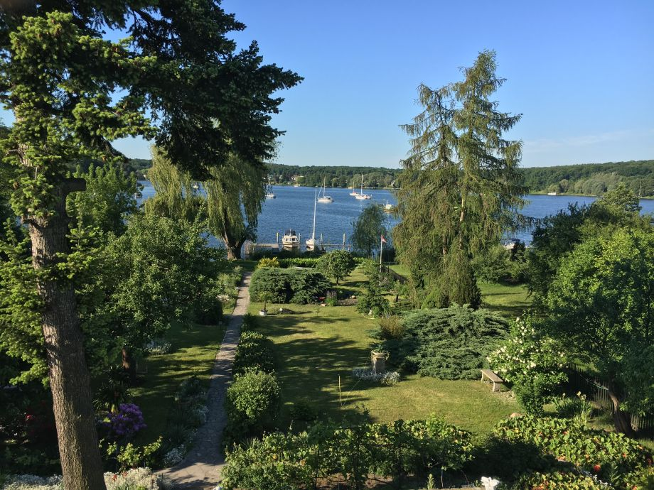 Blick in den Garten und zum Krampnitzsee