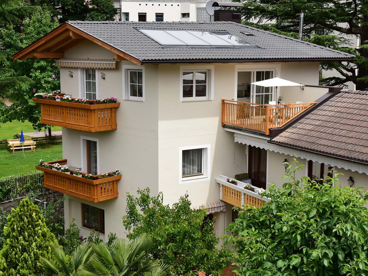 ferienwohnung villa thaler meran herr harald thaler. Black Bedroom Furniture Sets. Home Design Ideas