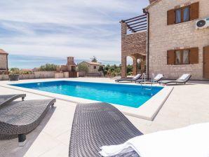 Familien-Villa mit Pool