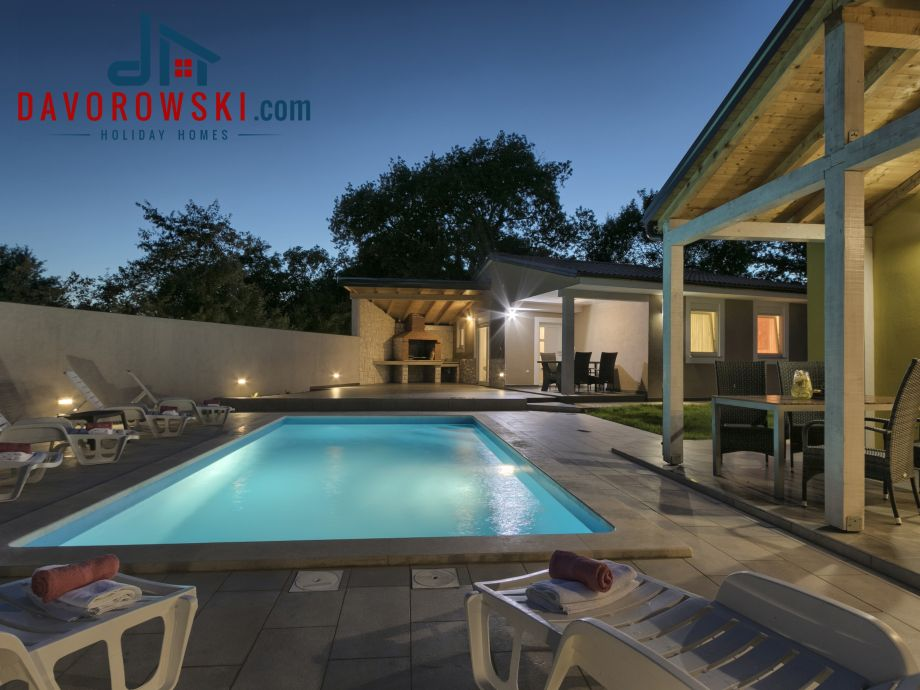 Trinetta - Modern House with Pool, BBQ, Privacy