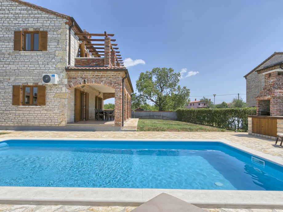 Villa Zoe with barbecue and Pool