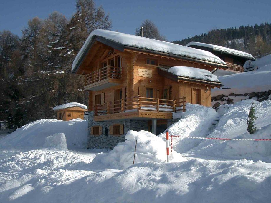 Chalet Molavi in winter