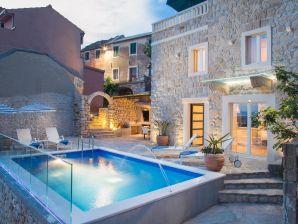 Ferienhaus Rustical Oasis mit Swimmingpool
