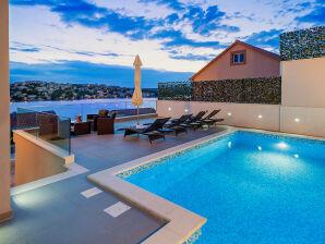 Villa Famiglia mit Swimmingpool