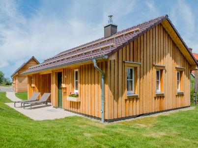 Kuschelhütte mit Himmelbett & freistehender Badewanne