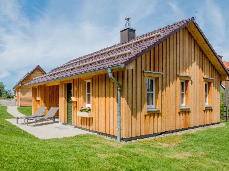 Ferienhaus Kuschelhütte mit Himmelbett & freistehender Badewanne
