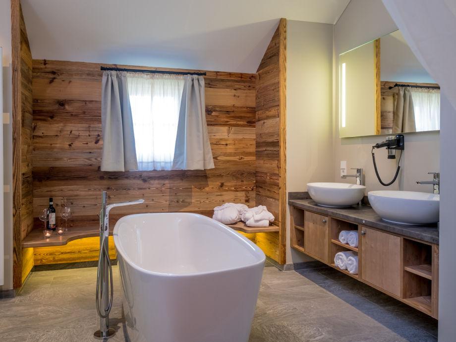 ferienhaus kuschelh tte mit himmelbett freistehender badewanne harz firma torfhaus. Black Bedroom Furniture Sets. Home Design Ideas