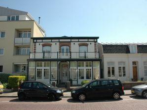 Große monumentale Villa nah zum Strand und Zentrum